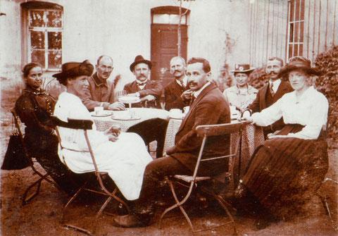 Gochsheimer Stammtisch im Garten des Hotel Beier am 15. 09.1921 - zweiter von rechts Johann Seuffert - - Danke an Karl-Heinz Hennig
