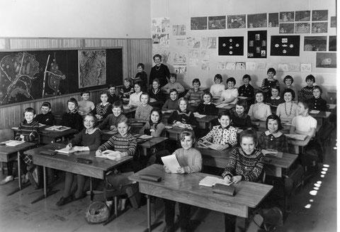 4. Klasse Albert-Schweizer-Schule 1963 Lehrerin Frau Schnürch - Danke an Traudl Gortan