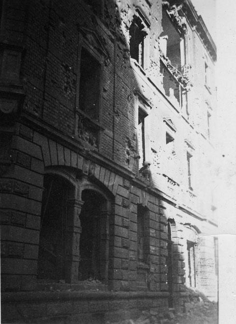 Während des Zweiten Weltkriegs - 2. und 3. Stock aufgerissen Seite zur Sattlerstraße - Danke an Yüksel Tas
