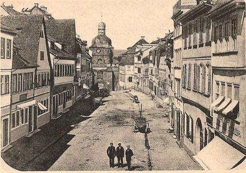 Rückertstrasse ca. 1866. Das Mühltor im Hintergrund wurde 1564 -66 erbaut und 1876 leider abgetragen