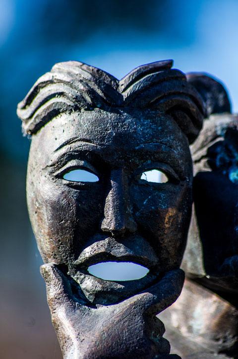 Bronzemaske (Weidinger) an der Stadtmauer (Teil einer Bronzefigur)