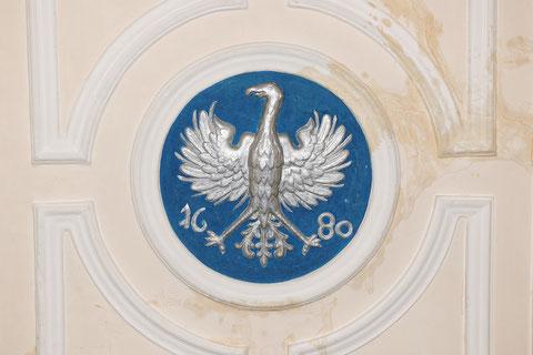 Die Decke des Trausaals dominiert das Schweinfurter Wappen aus dem Jahre 1690