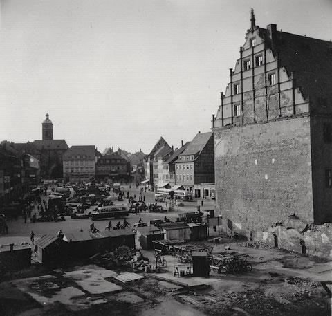 Danke an Bernd Glück - Fläche der abgerissenen Häuser neben dem alten Rathaus