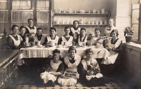 """Höhere Töchter Schule Schweinfurt 1922 """"Haushaltung"""""""