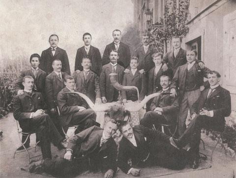 Brückenstraße 28 Gasthaus zur Sonne. Männergesellschaft um 1910
