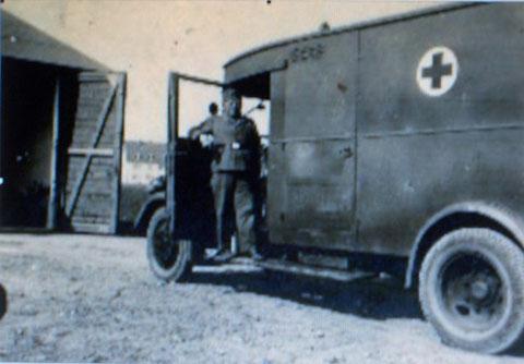 Das Sanitätsfahrzeug mit Herrn Konrad Christ