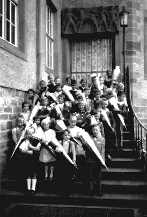 Erster Schultag 1960 Dr Pfeifferschule Oberndorf - Danke an Klaudia Minyard