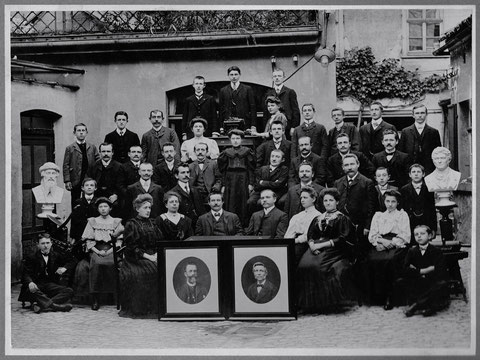 Die Belegschaft, unten Mitte links Herr Heinrich Weppert; in den 1920ern