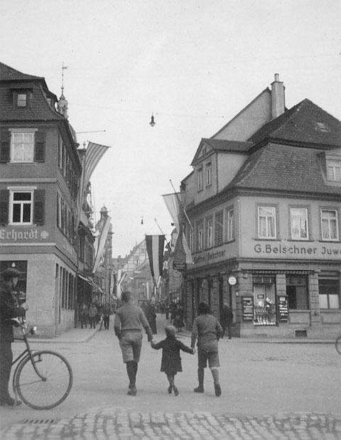 1933 - Blick vom Albrecht-Dürer-Platz in die Spitalstraße, die damals in die Adolf-Hitler-Straße umbenannt wurde