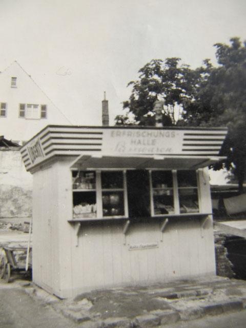 1948 - Ecke Niederwerrner/Damaschkestr. - auf dem Grundstück einer abgerissenen Kriegsruine wurde dieser Kiosk errichtet - dort war zuvor die Gaststätte Lohengrin, heute ist dort eine Pizzeria - Danke an Martin Maesel