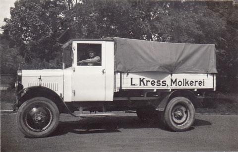 Der erste Transporter bis 1939 - dann wurde Fahrzeug und Fahrer von der Wehrmacht im Rahmen der Mobilmachung beschlagnahmt