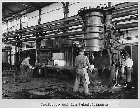 Glühofen und Schmiedehammer