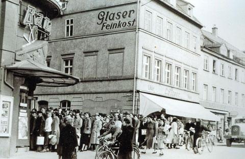 Alles strömt ins Bavaria-Kino - 1950 - Danke an Peter Wiegand
