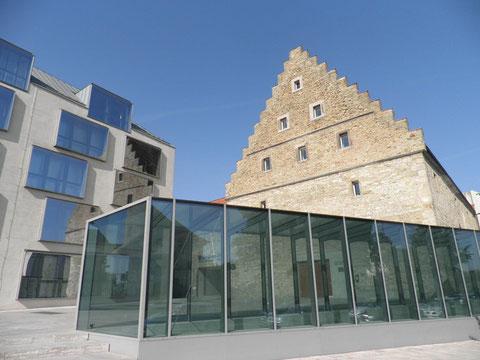 Alt und Neu - Stadtbibliothek im Ebracher Hof