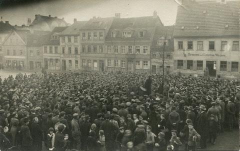 Revolutionsansprache von Fritz Soldmann auf dem Zeughausplatz am 9.11.18