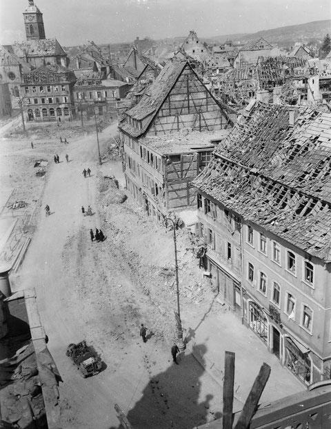 14. April 1945, kurz nach dem Einmarsch der US-Armee in Schweinfurt (11.4.45) - fotografiert vom Rathausbalkon