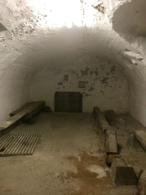 Im zweiten Untergeschoss befindet sich dieser Gewölbekeller