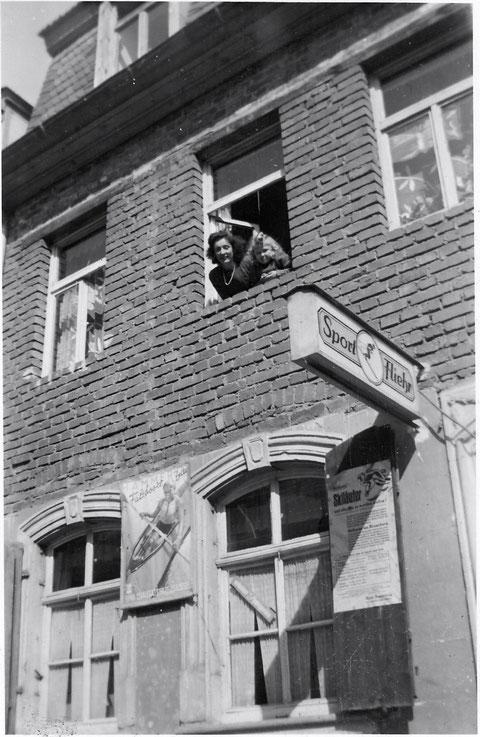 1948 - Burggasse 15 - damaliger Sitz der Fa. Sport Fliehr (später Albrecht-Dürer-Platz) Dank an Frau Ingrid Metz aus Schonungen