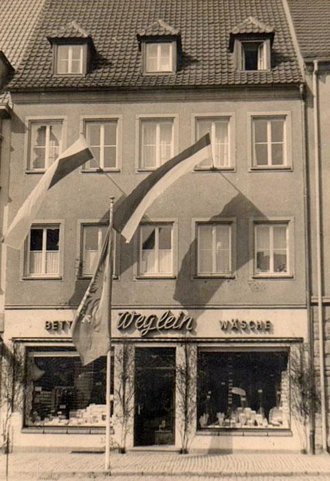Markt 19 - das Haus wurde 1948 an Stelle des dort durch Bomben zerstörten Hauses erbaut (Fa. Wegelein)
