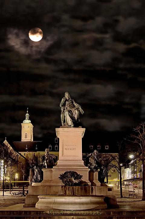 Das Rückertdenkmal - bearbeitetes Foto von Ralf Gerhard Höfling - Herzlichen Dank dafür!