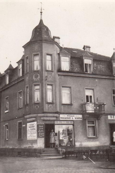 Kress - Zweigstelle Oberndorf Ernst-Sachs-Straße (damals Hauptstraße) heute Galerie 7 - das Haus wurde im Krieg völlig zerstört - hier in den 1930ern