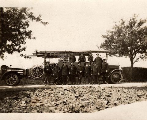 In der Wolfsgasse Nr. 4 hatte die 1. Autokompanie Schweinfurt ihren Sitz. Hier befindet sie sich am 24.6.1928 in Hergolshausen auf einer Übungsfahrt
