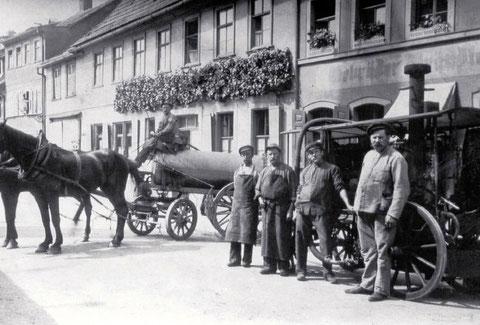 Gebrüder Brändlein - wohl hier Bauerngasse 47 - davor die Fäkalienabfuhr - 1908