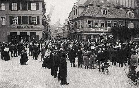 Versammlung auf dem Albrecht-Dürer-Platz