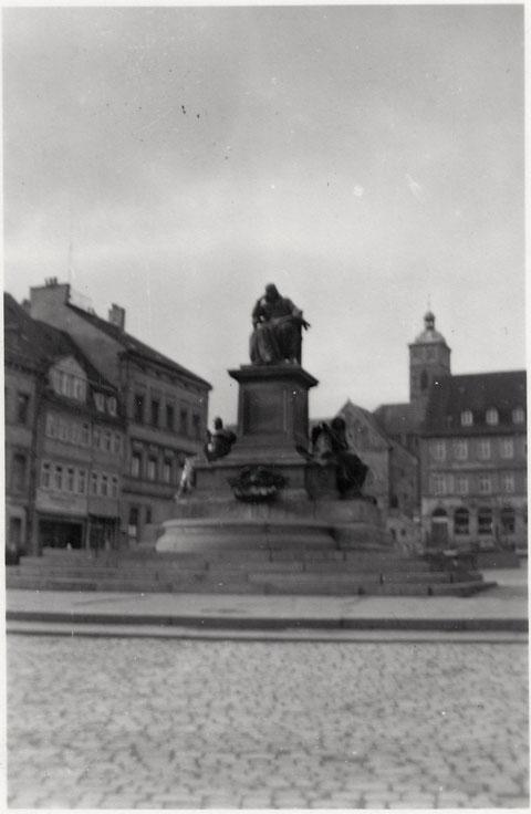 Marktplatz mit Rückert-Denkmal ca. 1954
