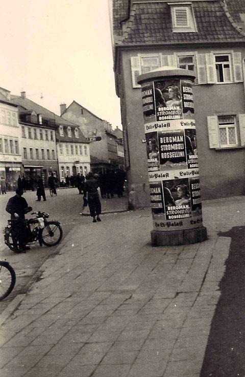 Luli-Reklame an der Litfaßsäule am Rossmarkt