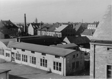 Friedhofstraße 1955, rechts Fa. Vossiek