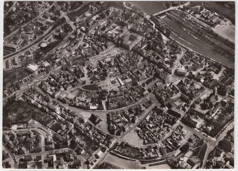"""ca. 1960 - an der Stadtmauer unten ist noch zu sehen, dass eine Bombe eine Lücke in die Stadtmauer geschlagen hat, exakt an der Stelle, an der der """"Höpperlesturm"""" stand"""
