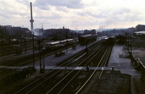 Am Schweinfurter Hauptbahnhof um 1960 - Es gibt noch Dampflokomotiven