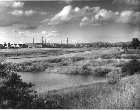 Danke an Rudolf Bäuerlein - Ansicht der Stadt von Westen, im Vordergrund wohl die alten Kugelfischer-Werke, Aufnahme geschätzt um 1940 - bitte vergrößern !!!