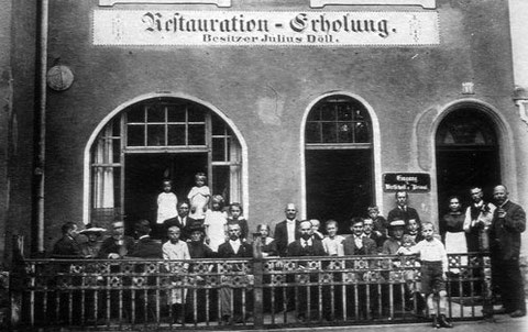 Alte Bahnhofstraße 1 1/2 in den 1920ern  - Gaststätte Restauration-Erholung des Gastwirts Julius Döll; heute wohl die Nr. 3 (Grüne Gans)
