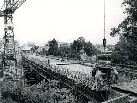 Beim Mainbrückenbau