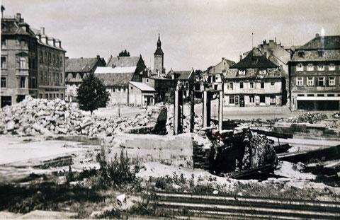 Blick auf den Albrecht-Dürer-Platz bei Kriegsende - Kretzschmar steht nicht mehr...