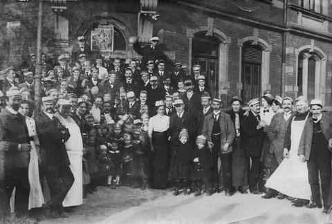 TV Jahn feiert in der Markthalleam Jägersbrunnen 1909 eine Schlachtschüssel