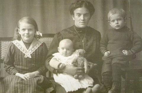 Anna Margaretha Lšhr Frau v.Heinrich mi t Kinder,Marie,Emma,Franz oder Fritz