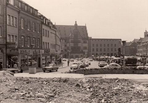 9. Juni 1973 - Blick vom Grundstück der abgerissenen Brauhausgaststätte auf den Marktplatz
