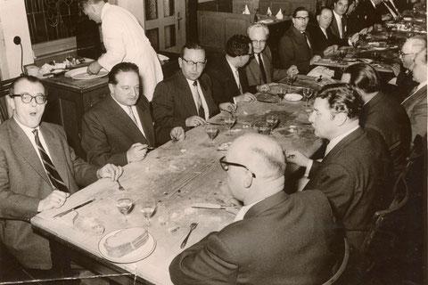 """Schweinfurter Schlachtschüsselgesellschaft in den 1960ern zweiter v. links oben Willi Memmel, Geschäftsinhaber des """"Uhren-Memmel"""" in der Spitalstraße"""