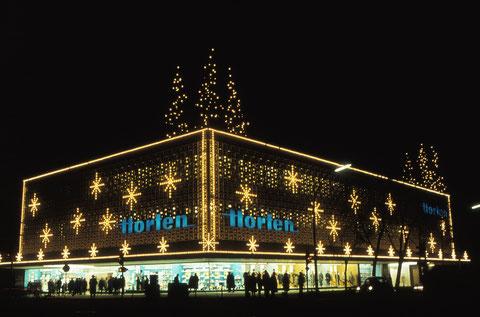 Dezember 1965 - Kaufhaus Horten weihnachtlich beleuchtet