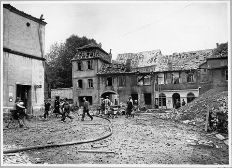 Alter Postplatz - links Postgebäude - heute Georg-Wichtermann-Platz