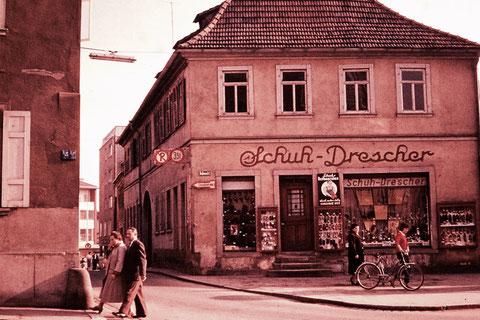 """Ende der 1950er - sogenanntes """"Eichner-Haus"""" mit Blick in die Hohe Brückengasse"""