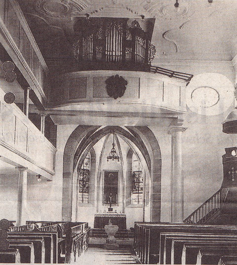Der Innenraum der Kirche vor der Beschädigung im Zweiten Weltkrieg