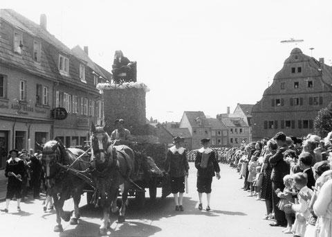 Da wurde der Friedrich Rückert in der Bauerngasse spazieren getragen..