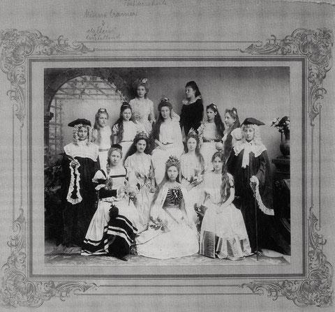 1907 - Höhere-Töchter-Schule - Szenische Darstellung der Tugenden