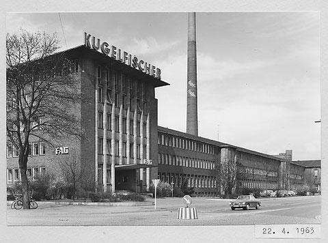 Eingang Verwaltungsgebäude 1963