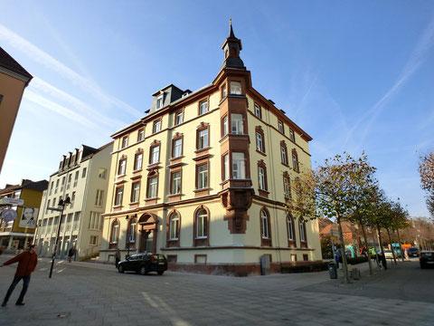 Links neben diesem Haus in der Rückertstraße stand das Mühltor