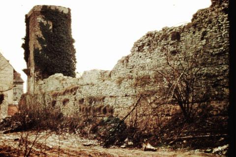 Stadtmauer mit altem Wehrturm an der Rüfferstraße 1963 - Danke an Fam. Feyh